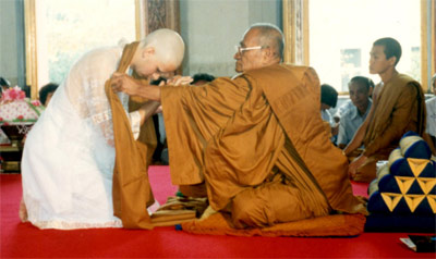 Patrice devient bonze, moine bouddhiste